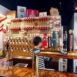 新潟駅クラフトビール館 - タップがズラリと並んでいます