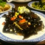 楽関記 - キクラゲとクコの実の冷製(コース料理)