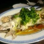 楽関記 - まるごと一匹 天然鮮魚の清蒸・島根県産のエテカレイ(コース料理)