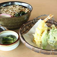やまへい - 天ぷらそば 揚げたてのサクサクてんぷらを食べてほしいから別盛りで