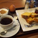 茶房 MONTO - 料理写真:フレンチトーストのモーニング+ゆで卵、ヨーグルト