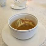 銀座 飛雁閣 - 点心入り蒸しスープ
