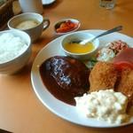 洋食Cucina - 料理写真:ハンバーグ&カキフライ
