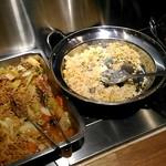東海楼 - 餡かけ焼きそば、炒飯、麻婆豆腐。