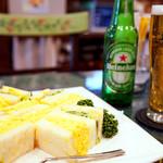 サンドウィッチ ルマン - 朝からサンドイッチとビール。