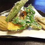 82973632 - 季節の野菜の天婦羅と揚げ蕎麦がき 450円