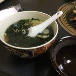 まんぷく亭 - わかめスープ 丼で提供 味は和風