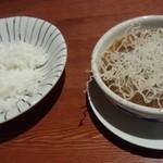 炭焼きビストロ楽 - 牛スジ入りガンボ(800円)まるでスープカレーです