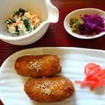 菜食 左ェ門 - いなり寿司・香の物・豆腐とほうれん草の白和え