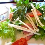 菜食 左ェ門 - 春菊とレタスの左エ門風あえ