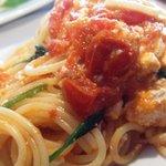 bills 七里ガ浜 - チェリートマト、リコッタ、ほうれん草のスパゲティ w/ペコリーノチーズ