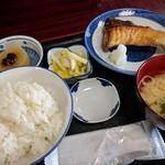 魚料理 ホノルル食堂 - ブリ塩焼き定食