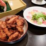 姫路宴会会場 本丸 - 揚げ物やサラダなどの一品