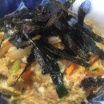 ラック - 料理写真:クラシック親子丼とは全く違うラックの親子丼 玉ねぎ、人参 濃口醤油の甘辛テイストが特徴