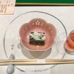 82989592 - やさしい味の蓬豆腐に桜の食前酒