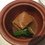 新橋亭 - 豚肉の角煮汽鍋盛り青菜添え