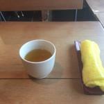 82990483 - お茶とおしぼり