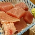 串八珍 - まぐろブツ(150円)