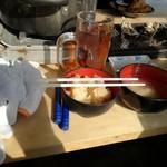 牡蛎処 桝政 - 牡蠣めし、牡蠣汁 奥に牡蠣フライ