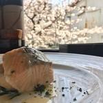 グローブカフェ - 鮭と桜