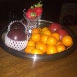 バー・オーガスタ - 本日のフルーツのラインナップ