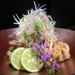 個室居酒屋×産直鮮魚 みくり - 地鶏せせりのおろしポン酢和え¥690