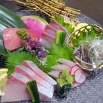 個室居酒屋×産直鮮魚 みくり - 鮮魚のお造り(五点造り)¥1490