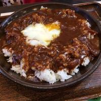 奥三河製麺-温たまのっけジビエカレー(680円)