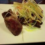 鶯啼庵 - ミディアムに焼かれた牛肉