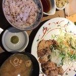 やよい軒 - 料理写真:鶏モモ一枚揚げ定食 ¥890