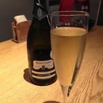 牡蠣とワインの店 アサドール・デル・マール - やはり牡蠣にはこっちの泡ですな♪