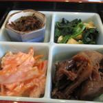 小さな食堂 江口家 - 小鉢4種は味の濃淡アクセントあり