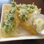 小さな食堂 江口家 - 海老天1、明日葉、南瓜の天ぷらはカラッと揚がってます