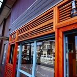 ドッピオ コーヒー ファクトリー - お店の入口も素敵です