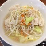 元祖博多中洲屋台ラーメン 一竜 - どっさり野菜のニンニク塩タンメン
