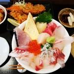 めし家 やまや - 海鮮どど丼とアジフライ