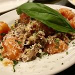スペインバル ピー - 完熟トマトバカのアホ炒め!