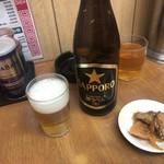 中華料理 新三陽 - 瓶ビールとお通しのザーサイ