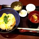 83022600 - 活けホタテの卵とじ丼  540円