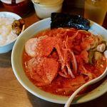 麺通 - カラフト中華(ランチタイム大盛り無料) 830円 + ライス 150円 + 辛さ2倍 20円