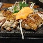 芋蔵 - 薩摩軍鶏のもも炭火炙り(880円)