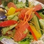 Bistro&Cafe 徒然 - グレープフルーツのサラダ