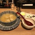 ギョウザ オウショウ 烏丸御池店 - サワークリームと溶かしバターで食べるスープ餃子
