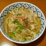 バーン・プータイ - タイ風豚肉ラーメン
