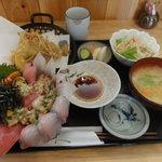 魚瀧 - 料理写真:ばくだん丼定食 てんぷら付(\940)