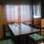 8303923 - 僕等四人掛けから見た隣のテーブル