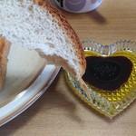 キングベーク - 角食(そのまま)にエキストラバージンオリーブオイル&バルサミコ酢を付けます!
