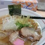 拉麺開花 - 醤油ラーメンの麺持ち上げ