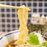 手打式超多加水麺 ののくら - 極太縮れ麺