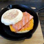 ハルカゼコーヒー - 料理写真:厚切りベーコン&チェダーチーズ!